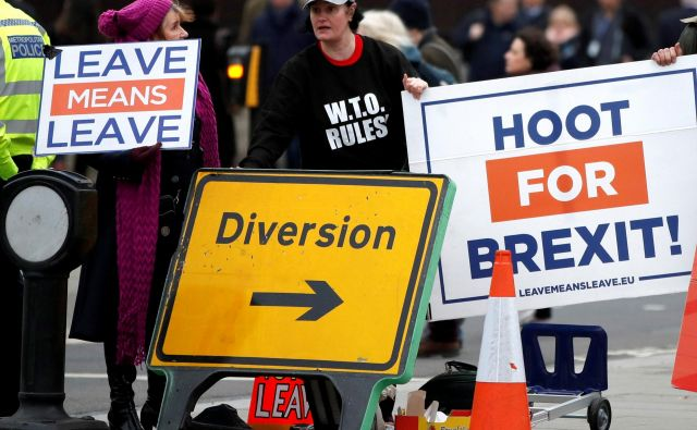 Protest zagovornikov brexita pred britanskim parlamentom. Foto: Reuters