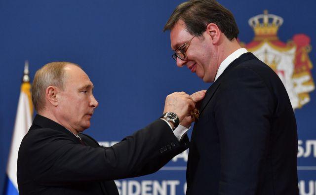 Vladimir Putin je odlikoval srbskega kolega Aleksandra Vučića. Foto: AFP
