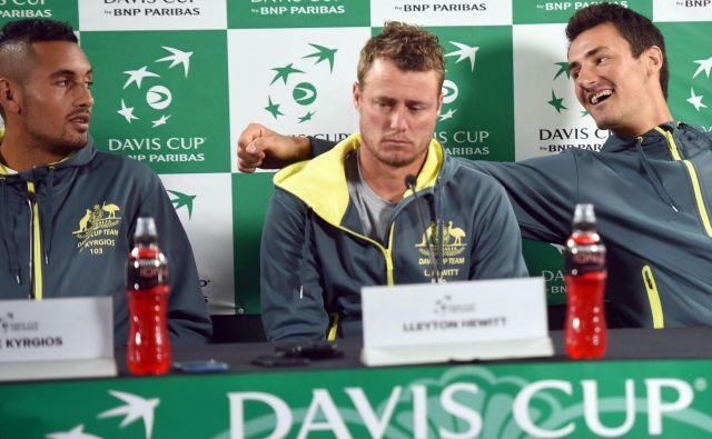Kapetan Lleyton Hewitt med gobezdavima Nickom Kyrgiosom in Bernardom Tomićem. FOTO: Peter Parks/AFP