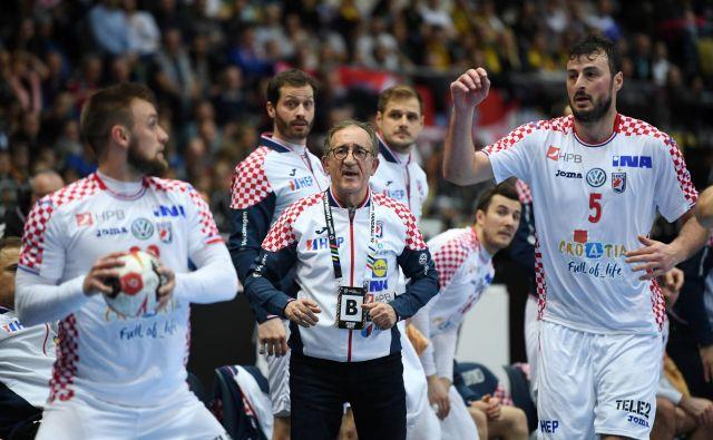 Izkušeni selektor Lino Červar, ki je s Hrvaško leta 2003 osvojil zlato, dokazuje, da je še vedno mojster svojega poklica. FOTO: Reuters
