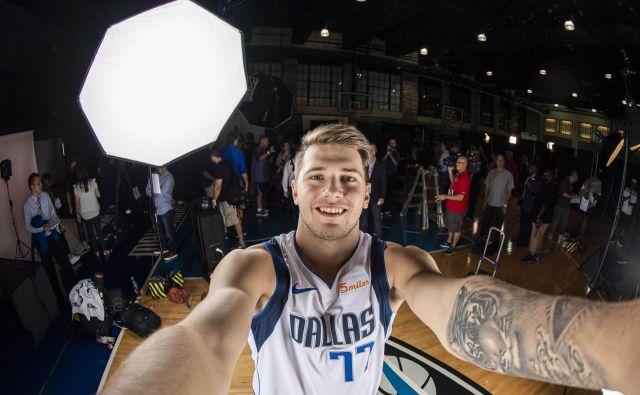 Več medijev že ugotavlja, kakšna je Dončićeva prihodnost v teksaškem klubu, kjer se počasi, a zanesljivo izteka doba Nowitzkega. FOTO: Usa Today Sports