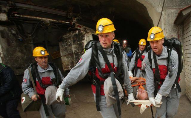 Bilo je nekoč: reševalna vaja iz jaška hrastniške jame. Zakon o rudarjenju zahteva, da so reševalne ekipe še vedno na voljo. FOTO: Jure Eržen/Delo