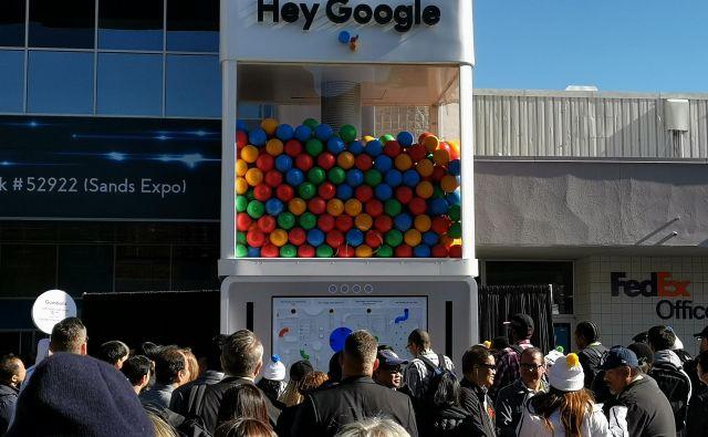 Google kot bi se trudil biti čim bolj cenen in infantilen, tako glede podobe kot vedenja. FOTO: Lucijan Zalokar