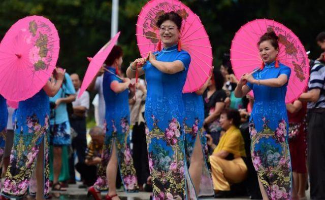 Po podatkih Kitajske zveze za izobraževalce starejših je v državi več kot 70.000 univerz za starejše, v katere je vpisanih več kot osem milijonov študentov. Foto Reuters
