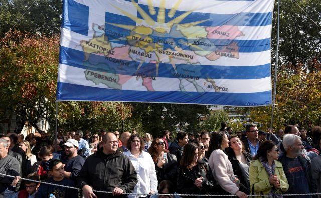 Lanske proteste grške opozicije in klerikov proti sporazumu z Makedonijo so zaznamovali spopadi protestnikov s policijo: FOTO: Alexandros Avramidis/Reuters