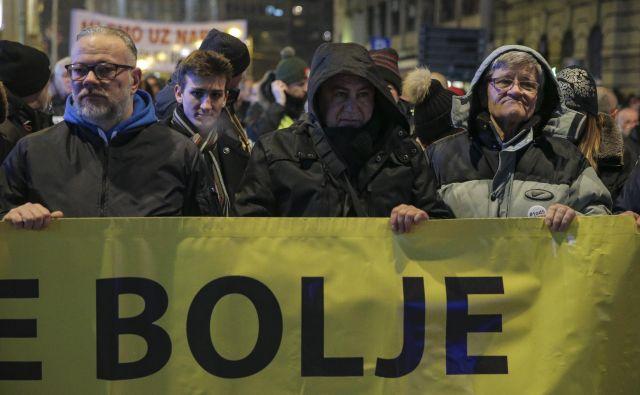 Demonstracijam proti vse bolj avtokratski vladavini predsednika Vučića se vsak teden pridruži več ljudi. FOTO: Jože Suhadolnik/Delo
