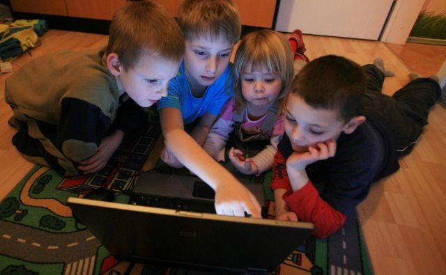 Poglobljenih raziskav o vplivu sodobnih elektronskih naprav še ni. FOTO: Leon Vidic/Delo