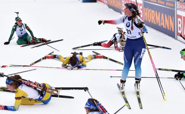 Zahtevna preizkušnja s skupinskim štartom je v ženski konkurenci povsem izčrpala tekmovalke. FOTO: AFP.
