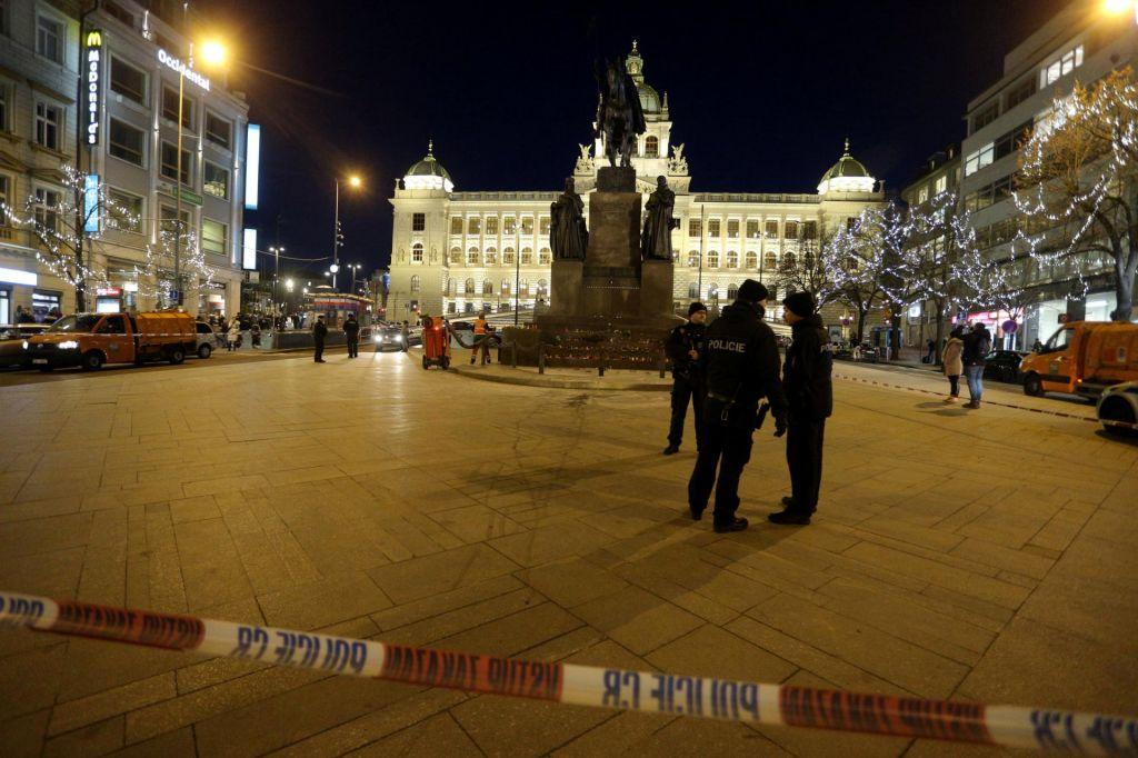 Petdeset let po Janu Palachu se je v Pragi zažgal moški