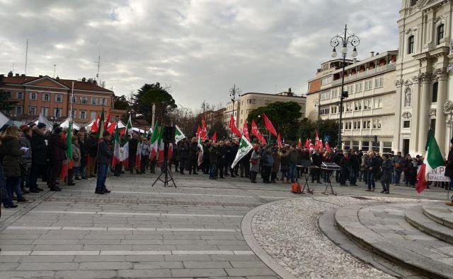Vsaj 300 udeležencev shoda partizanskega združenja ANPI. FOTO: Blaž Močnik