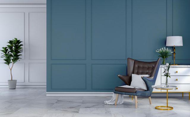 Po izkušnjah arhitektke Nine Štajner se bogat sivkasto moder odtenek odlično obnese tako v vlogi osnovne barvne podlage kot tudi dramatičnega poudarka. FOTO: arhiv Nine Štajner