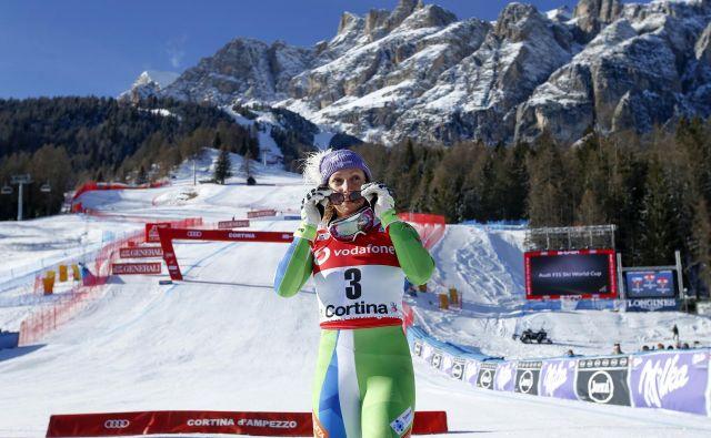 Ilka Štuhec bo 1. februarja nastopila na veleslalomu za svetovni pokal na domačem Pohorju. Po dveh vzponih na stopničke v Dolomitih jo prej čakata še tekmi hitrih disciplin v Garmischu. FOTO: Matej Družnik/Delo