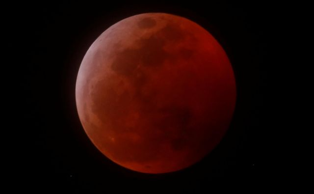 Krvava superluna, kot so jo videli v Kaliforniji. <br /> FOTO: Mike Blake/Reuters