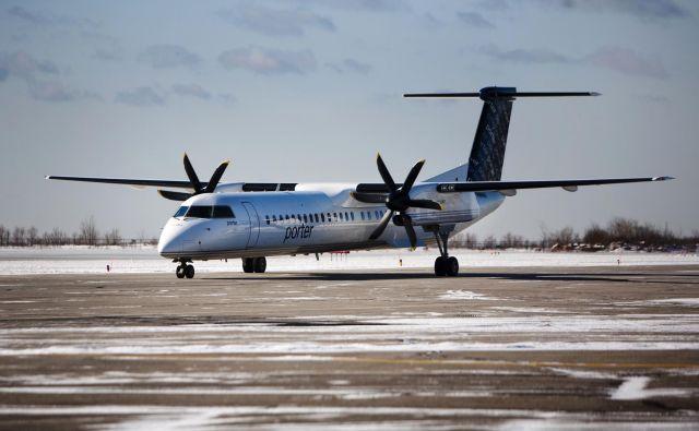 Medtem ko so bili ljudje ujeti na letalu, so prosili za pomoč tudi na družbenih omrežjih. Fotografija je simbolilčna. FOTO: Reuters