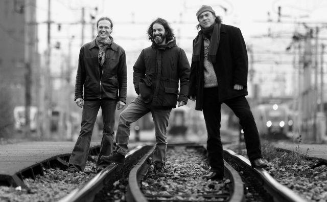 Hamlet Express so vokalist in kitarist Andraž Polič, električni kitarist Miha Petric, basist Gregor Cvetko in na fotografiji manjkajoči tolkalist Blaž Celarec. FOTO: Roman Šipić/Delo