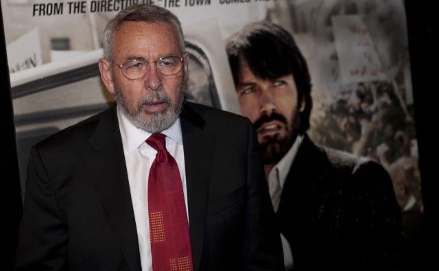 Tony Mendez na premieri filma Misija Argo leta 2012 Washingtonu. V filmu ga je odigral Ben Affleck (desno na plakatu). FOTO: AFP