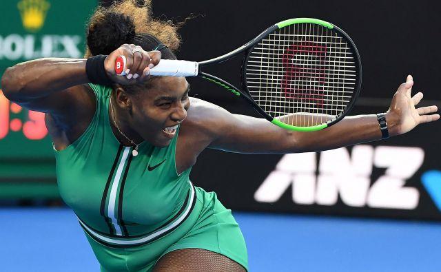 Serena Williams nadaljuje, kjer je leta 2017, ko je noseča zmagala, končala. Na OP Avstralije je za zdaj dobila 11 zaporednih dvobojev. FOTO: AFP