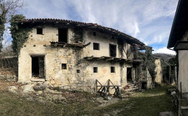 Zapuščena vas Slapnik v Goriških brdih FOTO: Voranc Vogel/Delo