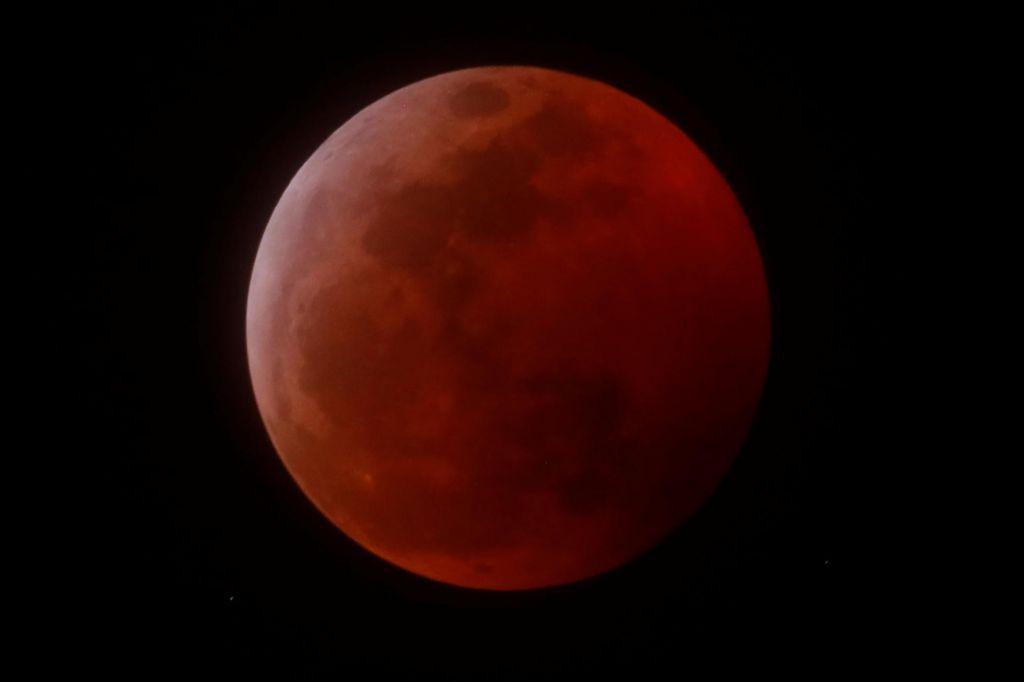FOTO:Luna se je obarvala rdeče (FOTO in VIDEO)