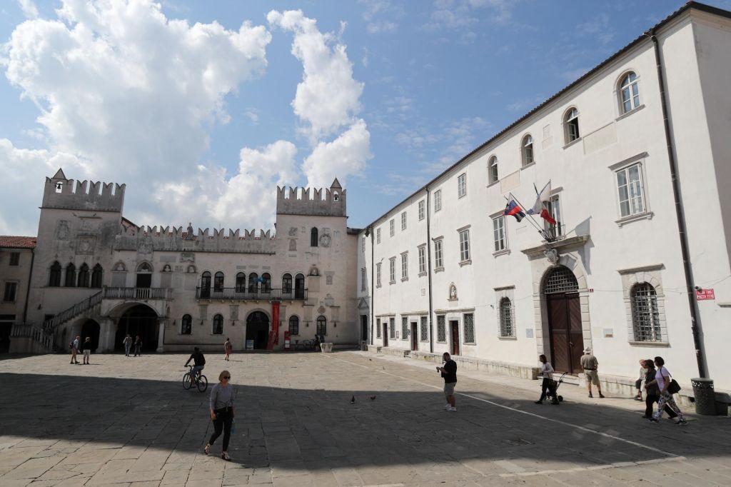 FOTO:Primorska univerza med tožbami in izplačili