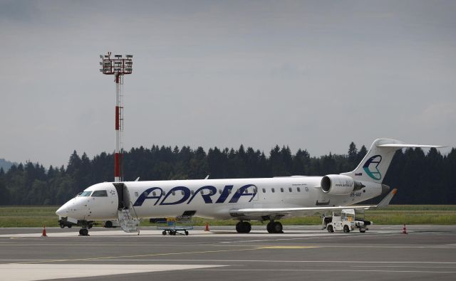 V načrtu imamo dodatno optimizacijo naše mreže poletov, dodali bomo nove frekvence, hkrati pa ohranili vse ključne povezave z glavnimi evropskimi vozlišči, je dejal direktor Adrie Airways Holger Kowarsch. FOTO: Leon Vidic/Delo