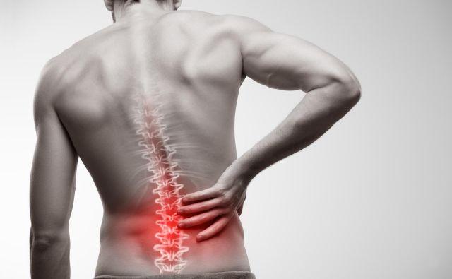 Prvi znak, ki vas usmeri na pregled v ortopedsko ambulanto, je bolečina, ki po 4-6 tednih kljub analgetiku ne mine. Foto:Getty Images/istockphoto