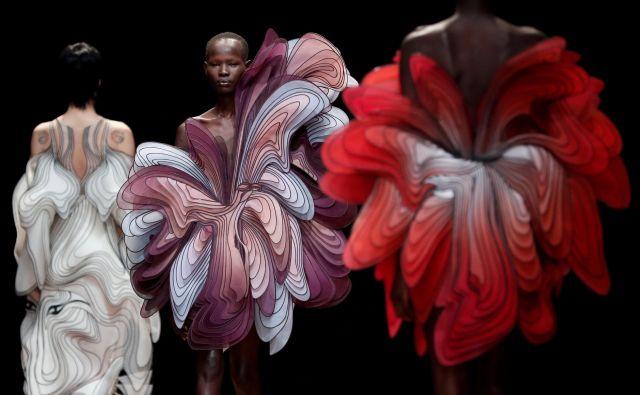V Parizu se je s svojo najnovejšo kolekcijo predstavila nizozemska modna oblikovalka Iris van Herpen.Foto Benoit Tessier Reuters