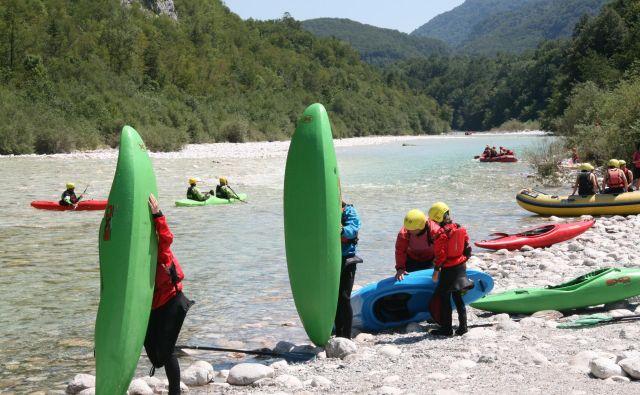 Občine so s prodajo plovbnih dovolilnic zaslužile več kot milijon evrov. FOTO: Blaž Močnik/Delo