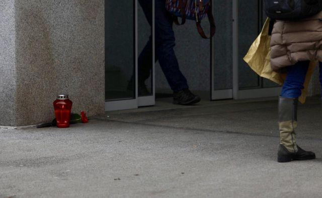 Delavec se je menda v brezizhodnem položaju znašel tudi zaradi domnevnega šikaniranja na delovnem mestu. FOTO: Voranc Vogel/Delo