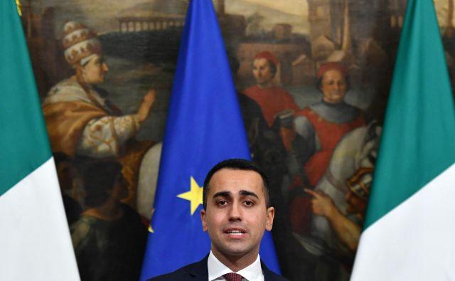 Podpredsednik italijanske vlade in vodja Gibanja 5 zvezd Luigi Di Maio je Franciji pripisal odgovornost za slabo gospodarsko kondicijo in revščino nekaterih afriških držav. FOTO: Alberto PIZZOLI / AFP