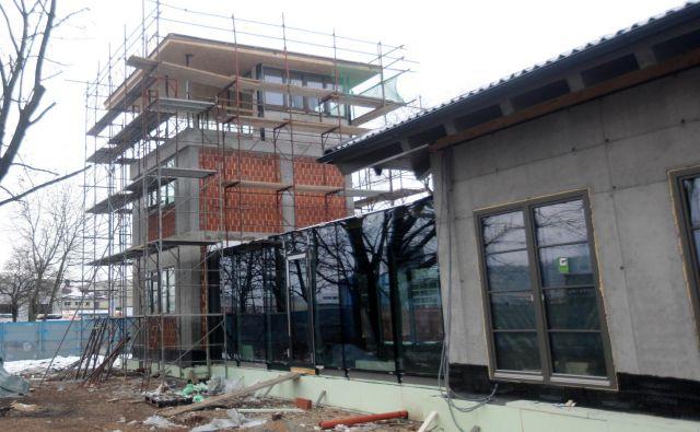 Prenova letali�škega stolpa bo zaključena predvidoma do pomladi FOTO Mavric Pivk/Delo