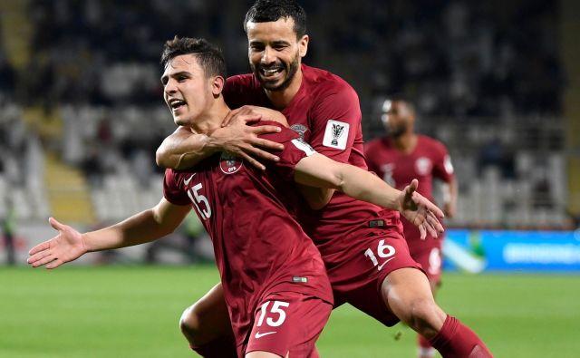 Branilec Bassam Al Rawi je iz izjemnim prostim strelom Katar zapeljal v četrtfinale azijskega prvenstva. FOTO: AFP
