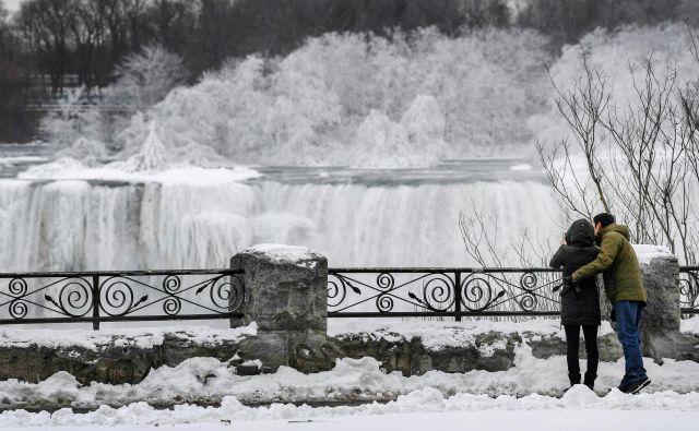 Ameriški del Niagarskih slapov. FOTO: Moe Doiron/Reuters