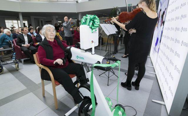 Na terapevtskem kolesu je mogoče izvajati aktivno in pasivno gibalno terapijo nog in rok. Foto promocijsko gradivo