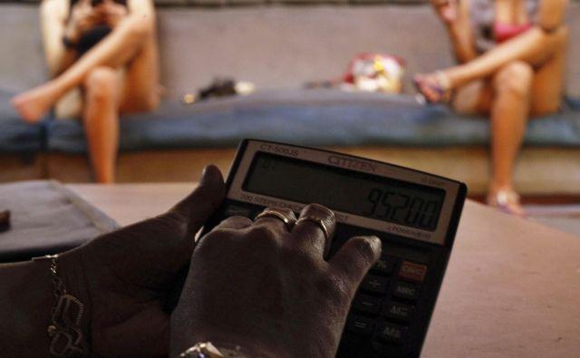 Oglasom za delo erotične maserke naj bi nasedlo več kot ducat deklet. FOTO: Reuters