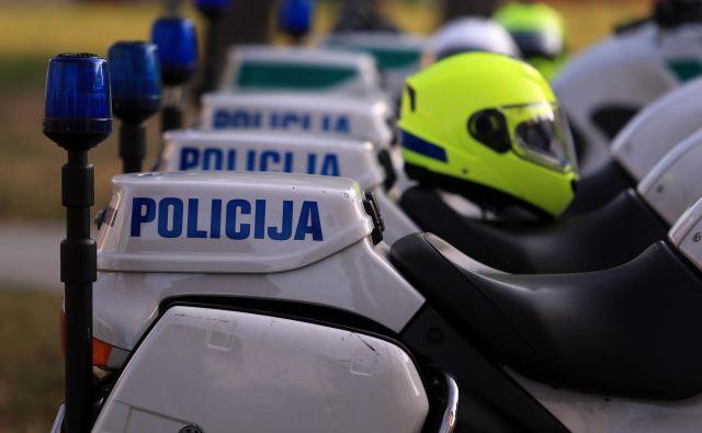 V skladu z zakonom o kazenskem postopku je bila prostost odvzeta osmim osumljencem, šest osumljencev je še vedno v policijskem pridržanju. FOTO: Tadej Regent/Delo