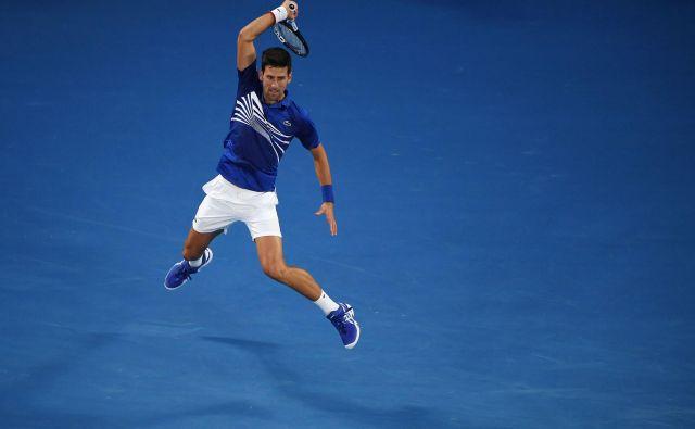 Manj kot uro in pol je potreboval Novak Đoković, da je v polfinalu OP Avstarlije ugnal Lucasa Pouilla. FOTO: AFP