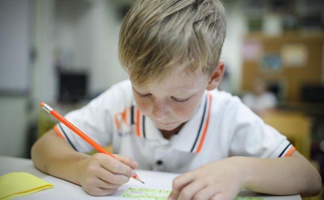 Dobrih 15 let po uvedbi devetletke imamo starši osnovnošolcev bogate izkušnje z razkorakom med potrebami realnega sveta in šolskim sistemom. FOTO: Uroš Hočevar/Delo