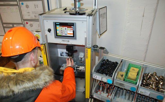 Otroci se lahko tudi sami preizkusijo v spretnostih, ki jih opravljajo zaposleni.FOTO: arhiv Taluma