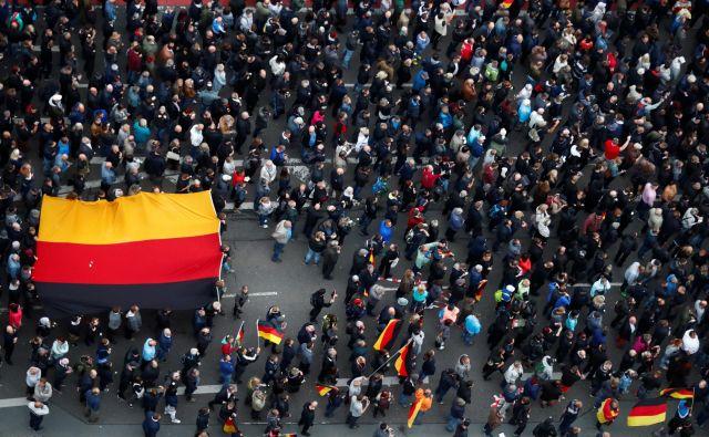 Nemčija se sooča s pritiski in kritikami svojega ljudstva ter preostalih držav članic EU. FOTO: Hannibal Hanschke/Reuters