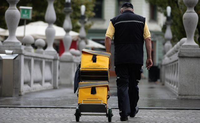 Poštarjev obupno primanjkuje. FOTO Roman Šipič/Delo