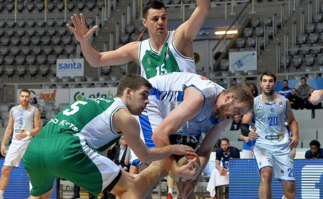 Jure Balažič (15) in Paolo Marinelli (5) sta prekosila Luko Žorića. FOTO: ABA