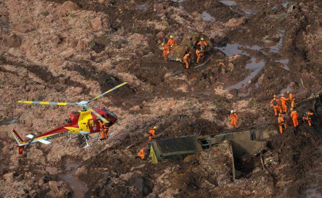 Guverner brazilske zvezne države Minas Gerais, je sporočil, da bodo odgovorne za nesrečo kaznovali. FOTO: Washington Alves/Reuters