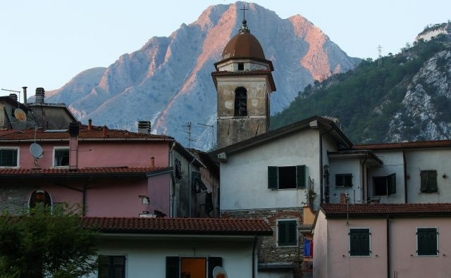 Trenutno je v Italiji 139 vasi, ki štejejo manj kot 150 prebivalcev. Fotografija je simbolična. FOTO: Alessandro Bianchi/Reuters