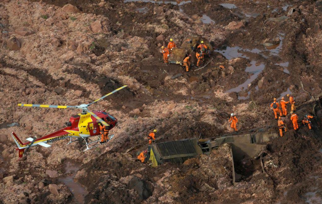 FOTO:Zaradi zrušenja jezu najmanj 40 mrtvih (FOTO)