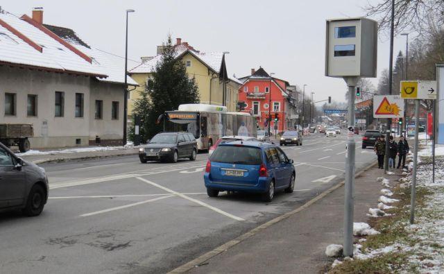 Tudi radar na Dolenjski cesti je zelo delaven. FOTO: Bojan Rajšek/Delo