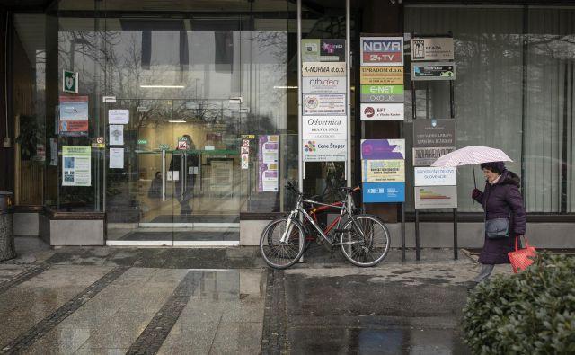 Zaradi selitve državnih uradnikov v stavbo na Linhartovi 13 se bodo zdajšnji najemniki morali izseliti. FOTO: Voranc Vogel/Delo