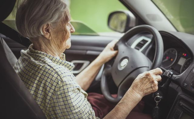 Za starejše ljudi je vožnja avtomobila pomemben način za vzdrževanje svobode in neodvisnosti. Foto Shutterstock