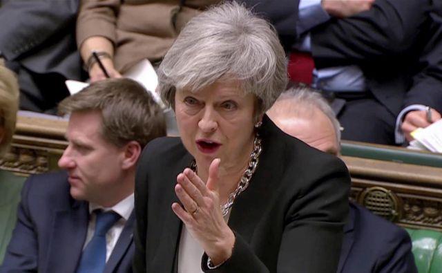 Britanska premierka Theresa May bo odšla v Bruselj z mandatom za pogajanja o spremembah novembra sklenjenega ločitvenega sporazuma, toda EU27 se o njenih zamislih verjetno ne bo hotela pogajati. FOTO: Reuters