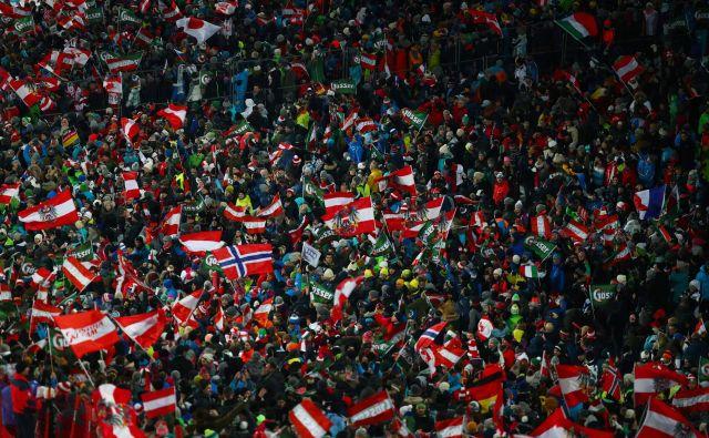 V Schladmingu se je znova zbralo približno 50.000 gledalcev. FOTO: Reuters
